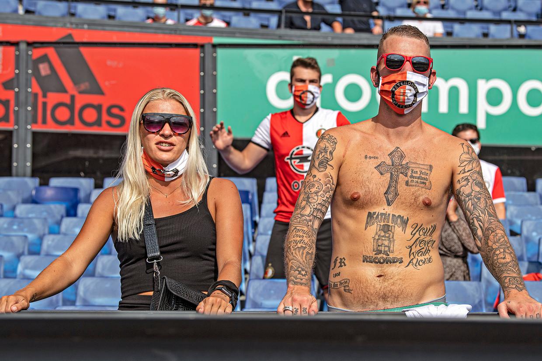Supporters van Feyenoord tijdens de oefenwedstrijd tegen FC Twente. Beeld Guus Dubbelman / de Volkskrant