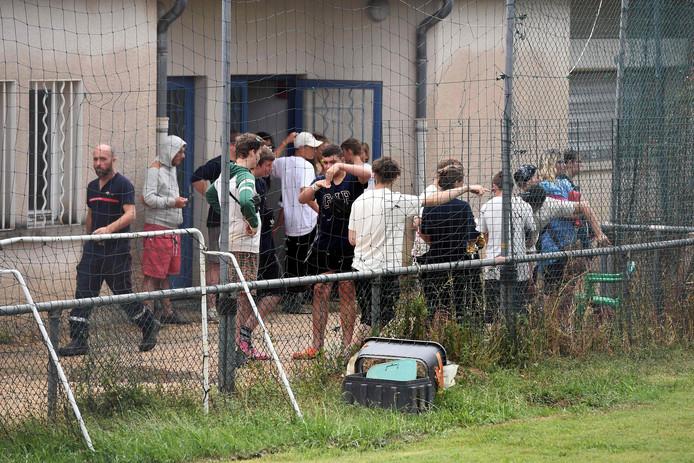 De Duitse kinderen worden opgevangen na de ravage door het noodweer in Saint-Julien-de-Peyrolas.