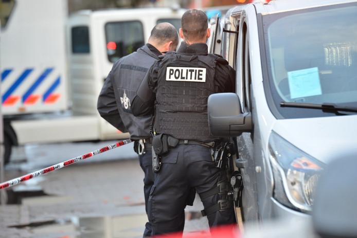 Politie aan de Industriekade in Breda.