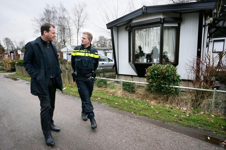 Marijn van Zundert speelt zich landelijk in de kijker door het SBS-programma Fort Oranje, camping of krottenwijk. Naar aanleiding van die serie brengt zelfs de vicepremier (toen nog Lodewijk Asscher, links) een bezoek aan Rijsbergen.