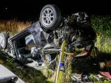 Auto over de kop door botsing op A18 bij Didam: man met spoed naar ziekenhuis