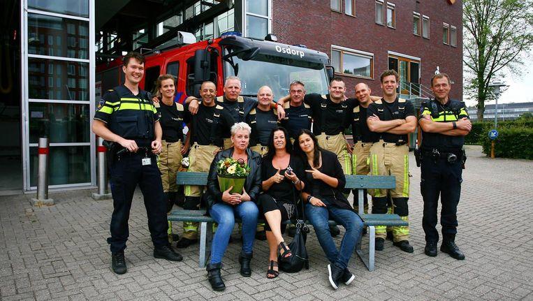 Badjuf Frederieke Nijenhuis (52) van het Sloterparkbad reanimeerde op 18 juni een jongetje (6). De politie heeft haar hiervoor een Zilveren duim uitgereikt. Beeld Brandweer Amsterdam-Amstelland