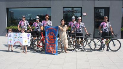 """Limburgers fietsen vandaag van Sint-Truiden naar Oostende en terug voor het goede doel: """"Veel water drinken en hopen dat we voor middernacht thuis zijn"""""""