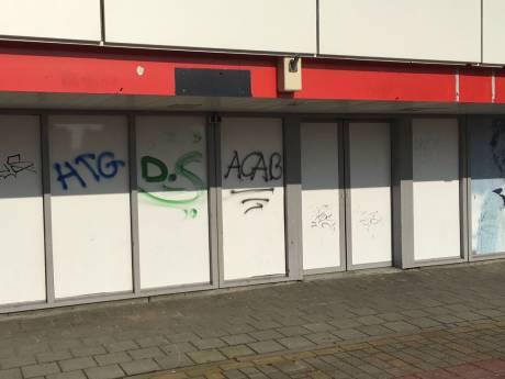 Opnieuw 'All Cops Are Bastards' geklad op meerdere gebouwen in Waddinxveen