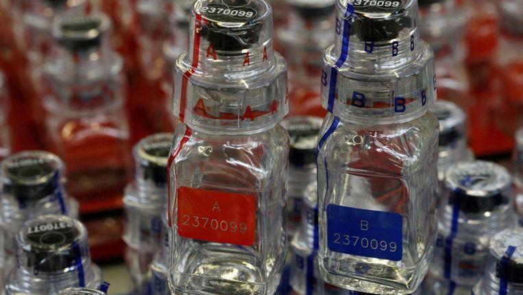 De dopingflesjes van het Zwitserse Berlinger. Beeld Reuters