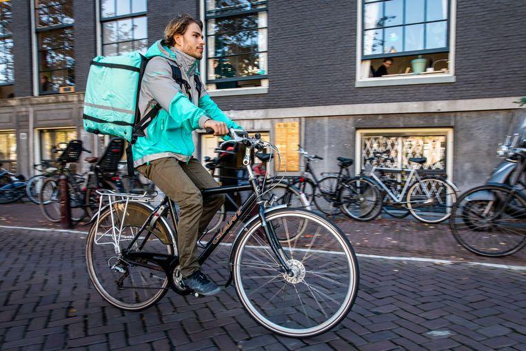 Een koerier van Deliveroo op de fiets: een bekend zicht in veel steden.