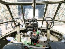 Replica Brits zweefvliegtuig uit tijd van Slag om Arnhem arriveert in Soesterberg