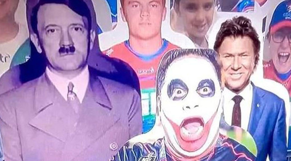 Het kartonnen beeld met Hitler