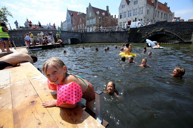 Zwemmen in de Brugse Reien. Archiefbeeld.