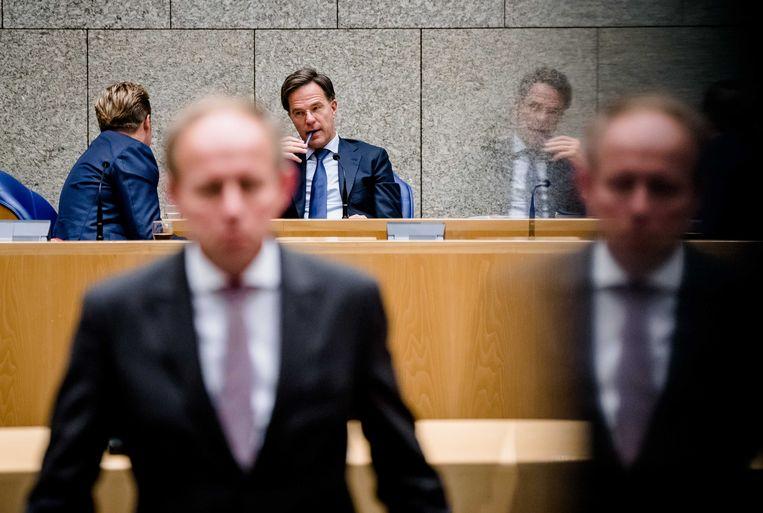 Premier Mark Rutte, minister Hugo de Jonge van Volksgezondheid, Welzijn en Sport (CDA) en Kees van der Staaij (SGP) tijdens het Tweede Kamer debat over het coronavirus. Beeld ANP