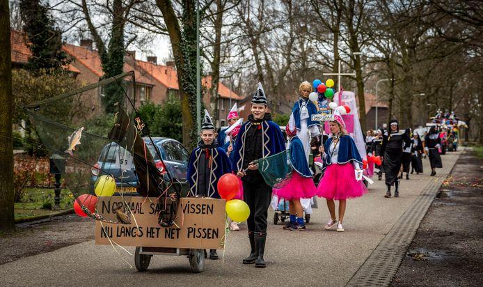 De carnavalsoptocht van Griendtsveen.