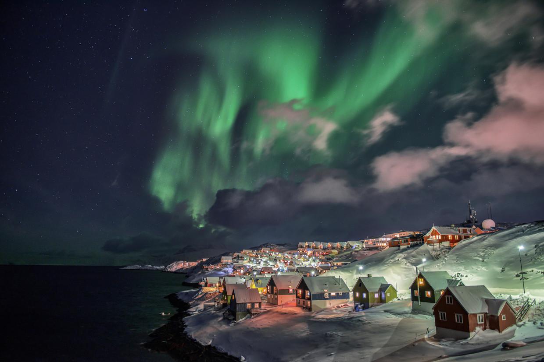 Noorderlicht op een winternacht boven Nuuk, de hoofdstad van Groenland.