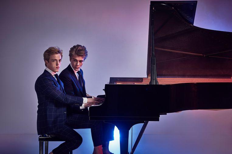 Het pianoduo Arthur en Lucas Jussen. Beeld RV
