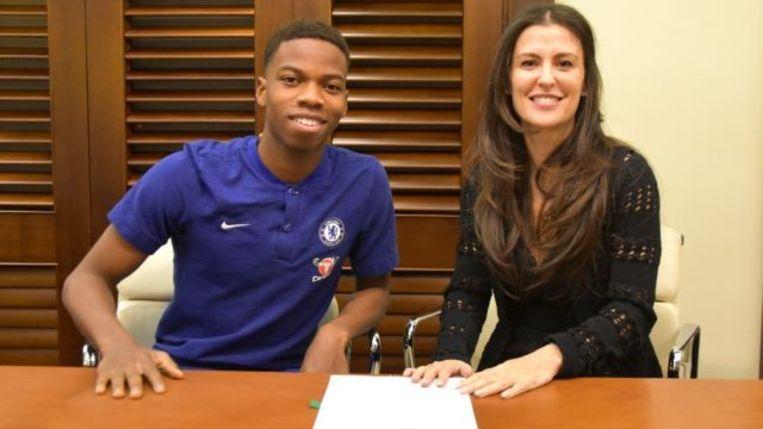 Charly Musonda Junior en Chelsea CEO Marina Granovskaia.