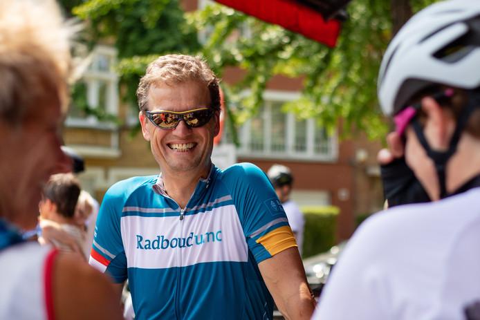 Bart Kiemeney de Tour de France om geld op te halen voor het Radboud Oncologie Fonds.
