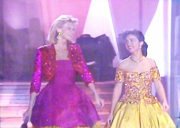 Lynn Wesenbeek en Marlène de Wouters daalden de steile showtrap af en openden de nieuwe zender met een groots gala vol glitter(jurken) en glamour.