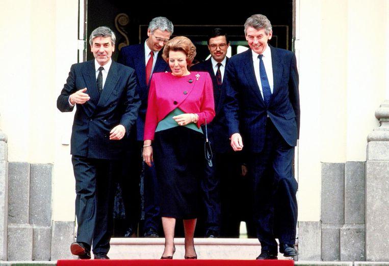 Lubbers III heeft nu het record. Lubbers (l) en Kok (r) bij Beatrix, 1989. Beeld ANP
