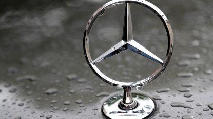 Dieven aan de haal met elektronica uit geparkeerde Mercedes