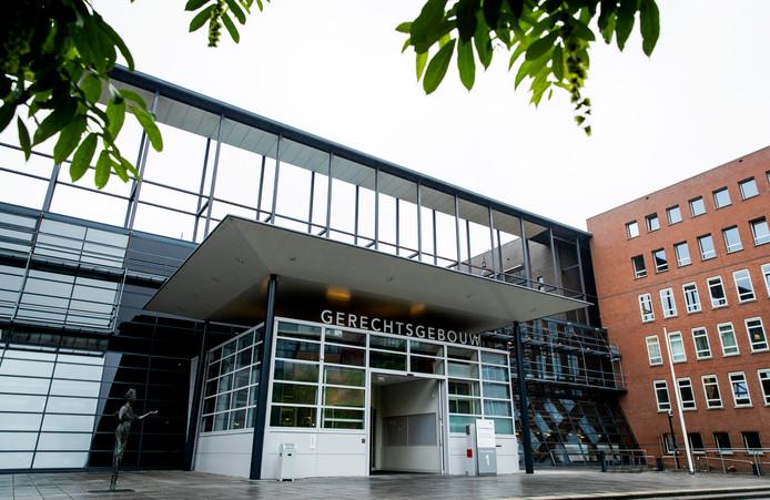 De rechtbank Midden-Nederland kwam in Utrecht tot een veel lagere straf dan het Openbaar Ministerie had geëist voor de verkrachting van een 23-jarige vrouw.
