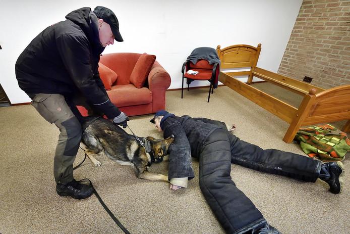 Ron Ligtenberg en hond Candor pakken een 'boef'.