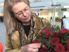 Rozen en bemoediging voor burgemeester Krikke in barre tijd