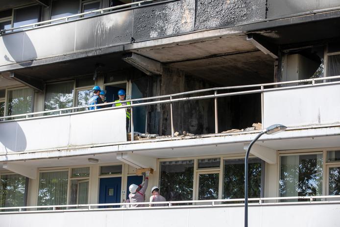 De explosie in de flat aan de Rudolf Steinerstraat in Haarlem liet flinke schade achter.