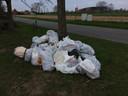 In Drongen werd een berg afval verzameld.