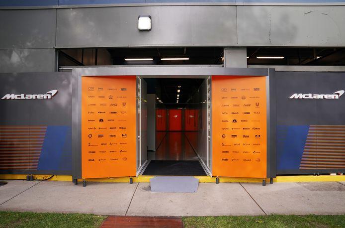 De lege paddock van McLaren in Melbourne.