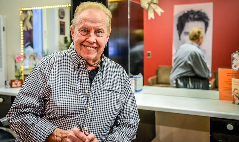 Coiffeur Roger Minnebo gaat met pensioen.