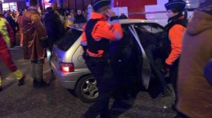 """Man die met auto door wegversperring reed tijdens Aalst Carnaval, riskeert jaar cel: """"Sorry, ik had gedronken en kampte met privé-problemen"""""""