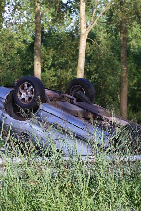 Auto slaat over de kop op A2 bij Liempde, weg weer open