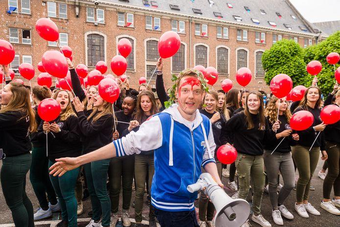 Sint-Bavo werd in 2017 de Strafste School, met presentator Tom De Cock.