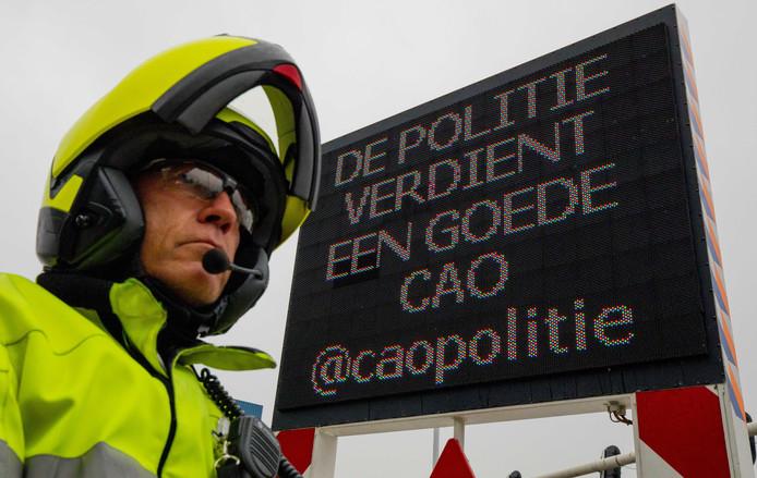 De politie in Nederland voert actie.