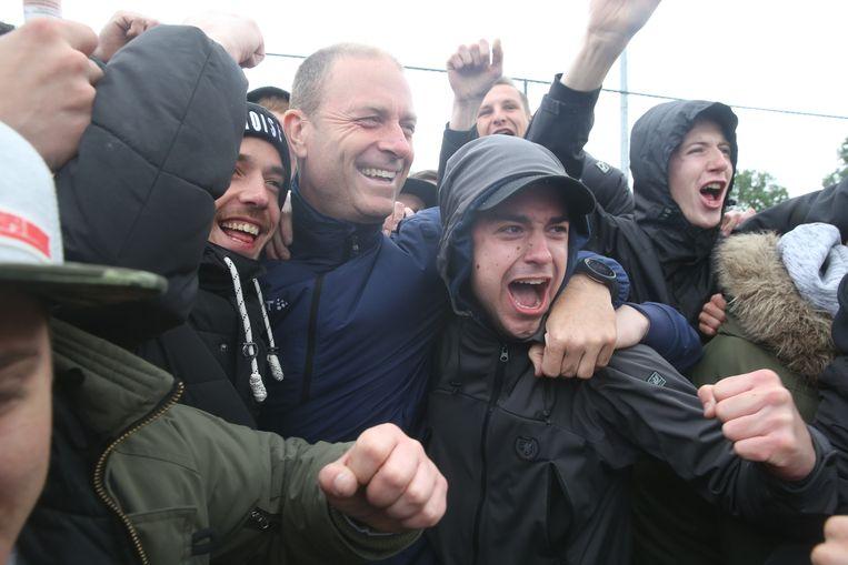 Thorup is duidelijk zeer geliefd bij de supporters.