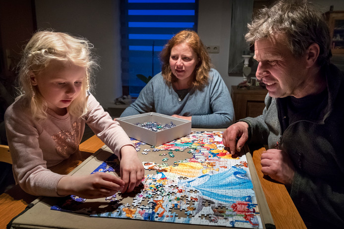 Nederland,  Hank, Q koorts patientje Emma van der Pluim met vader en moeder.