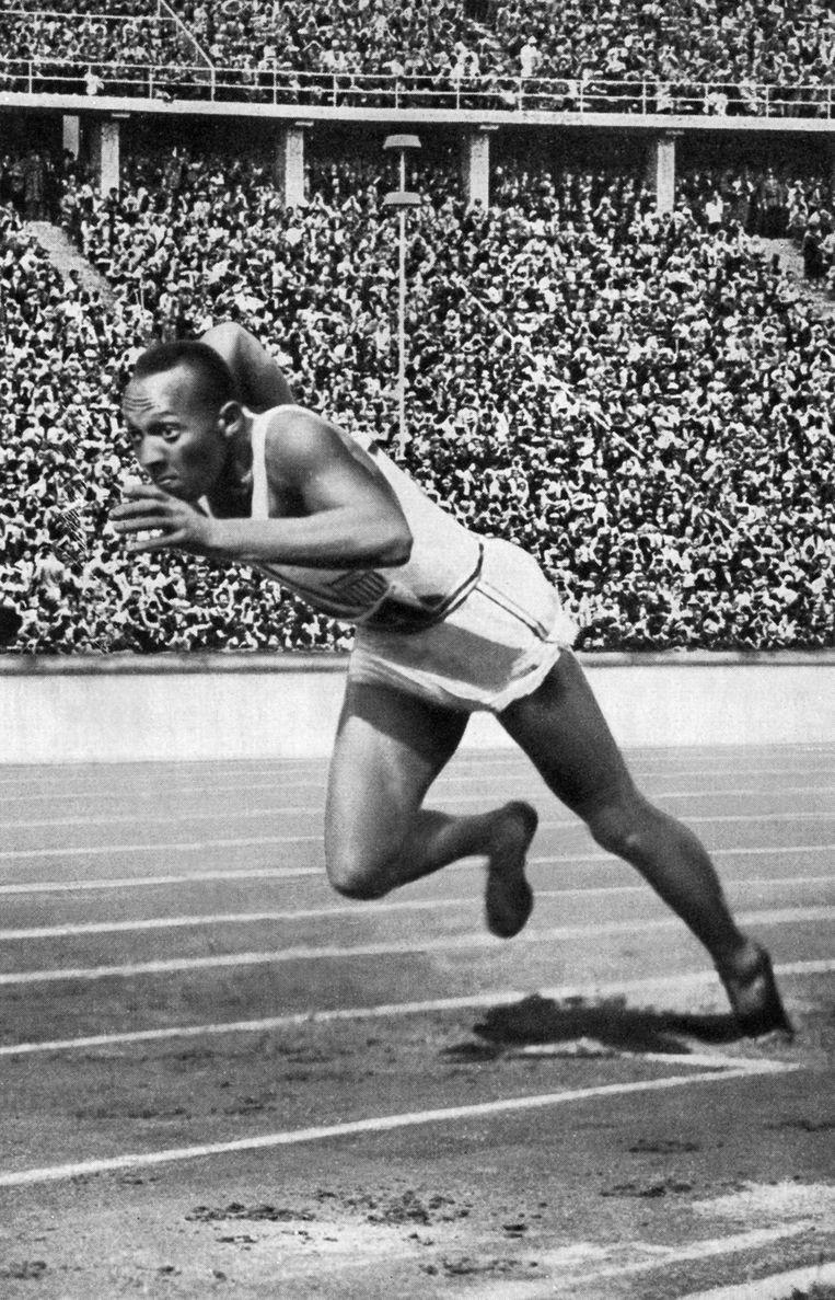 Jesse Owens tijdens de Olympische Spelen in Berlijn. Beeld afp