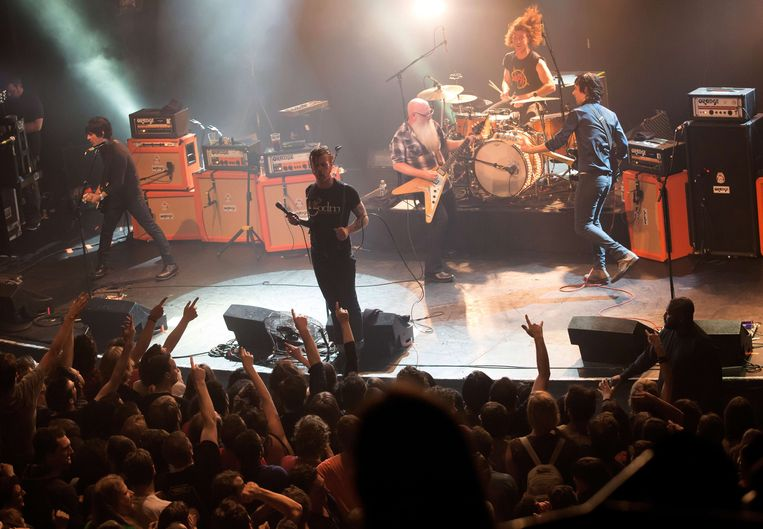 Eagles of Death Metal in de Bataclan vlak voor de aanslag. Beeld afp