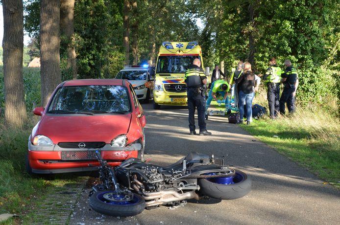 Een motorrijder is gewond geraakt bij een ongeluk in het buitengebied van Vorden.