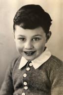 Poldi Linder, op 5-jarige leeftijd, klaar om naar school te gaan. Nog geen jaar later werd hij om het leven gebracht in Auschwitz.