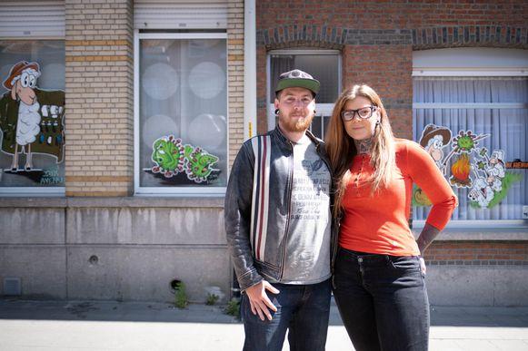 Melni Sikorski en Yannick Van Ginneken hernemen vanaf maandag het werk in hun tattoostudio en stoppen dus met maken van raamschilderingen.