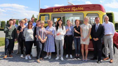 Boekhoudkantoor blaast tien kaarsjes uit en trakteert werknemers op ijsjes