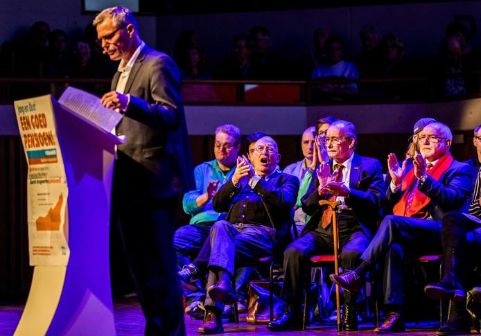 FNV-voorzitter Han Busker houdt een toespraak in Tivoli-Vredenburg.