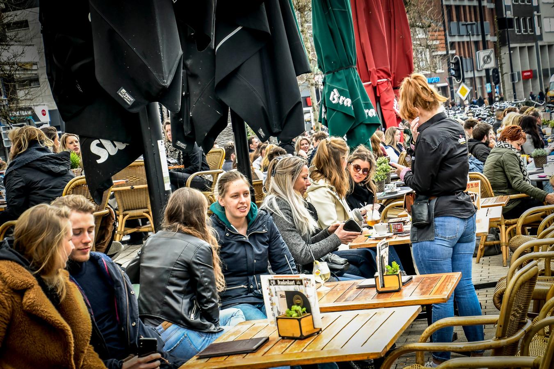In Tilburg zaten de terrassen eerder deze maand al weer vol