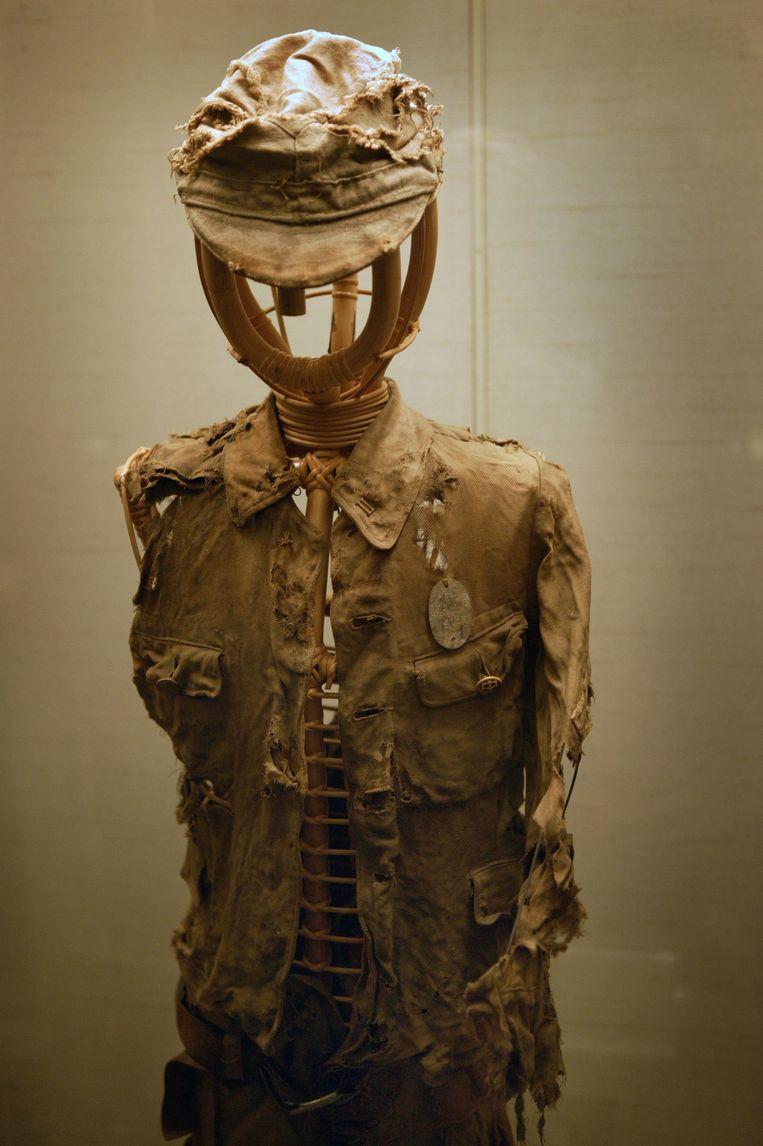 In het Peace Memorial Museum wordt kleding tentoongesteld van kinderen die omkwamen vier dagen nadat de bom viel. Beeld HH