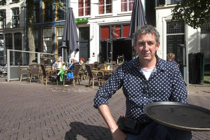 Hans Huberts van café Persee: ,,Je wilt toch laten zien dat je een bierencafé bent en welke bieren je hebt.'' foto Ronald Hissink