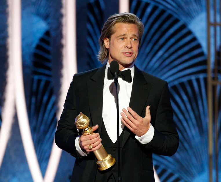 Brad Pitt speecht nadat hij de Golden Globe voor beste mannelijke bijrol heeft gewonnen.  Beeld AP