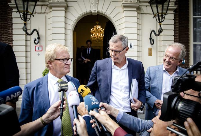 Hans de Boer (Werkgeversorganisatie VNO-NCW) en Han Busker (FNV)