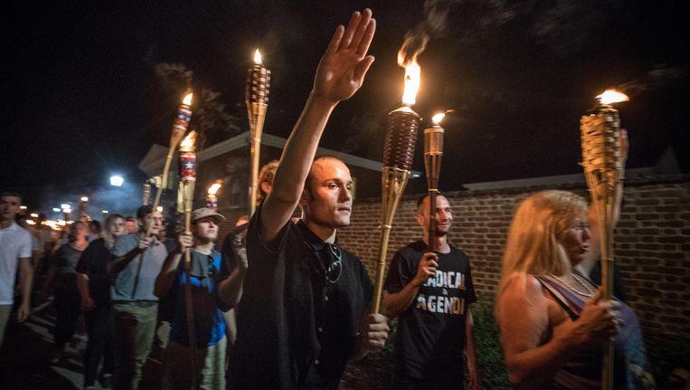 Blanke nationalisten met fakkels in Charlottesville. Beeld Getty