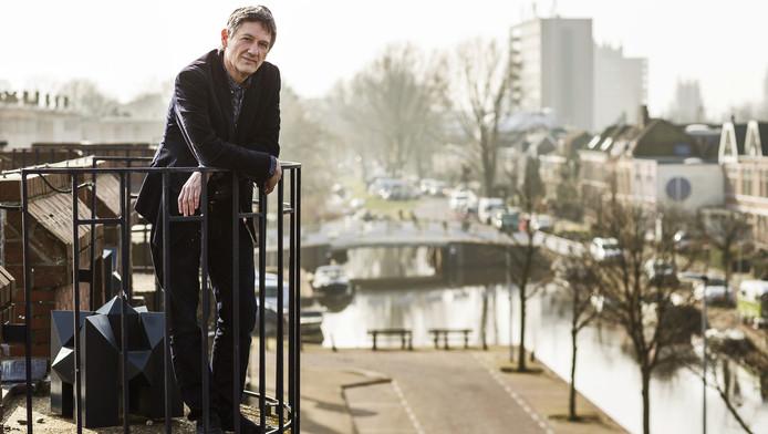 Peter Burger onderzoekt geruchten als wetenschappelijk onderzoeker aan de Universiteit van Leiden.