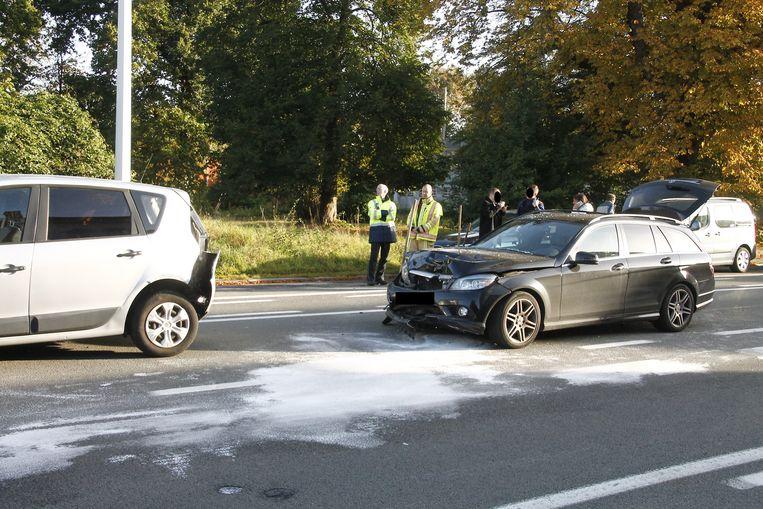 De voertuigen raakten zwaar beschadigd.